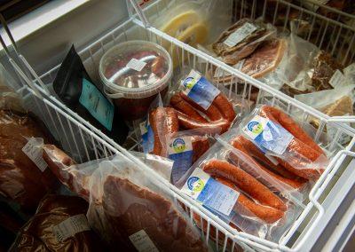 Nötkött och korv från trakten